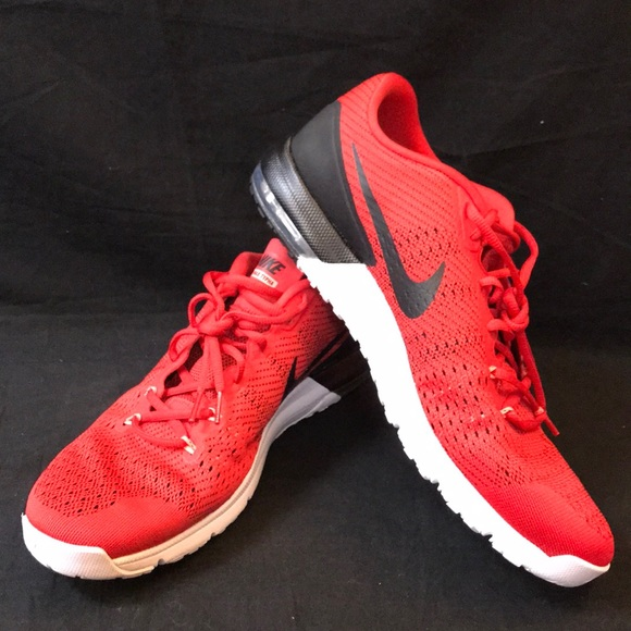 NWOT Nike Mens Air Max Typha Training Shoes
